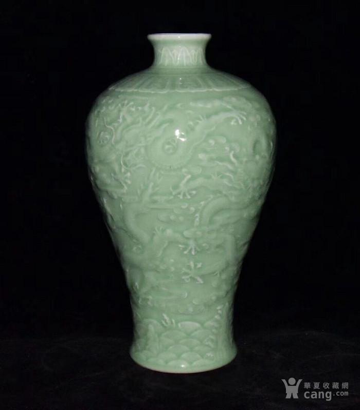 全品珍品美品 清,乾隆豆青釉雕刻五龍梅瓶30x17cm圖3