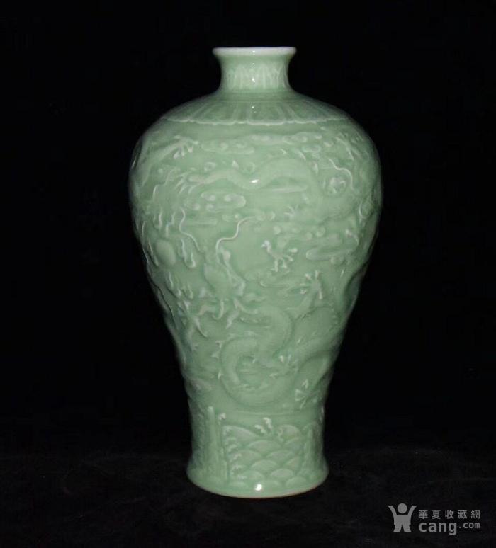 全品珍品美品 清,乾隆豆青釉雕刻五龍梅瓶30x17cm圖2