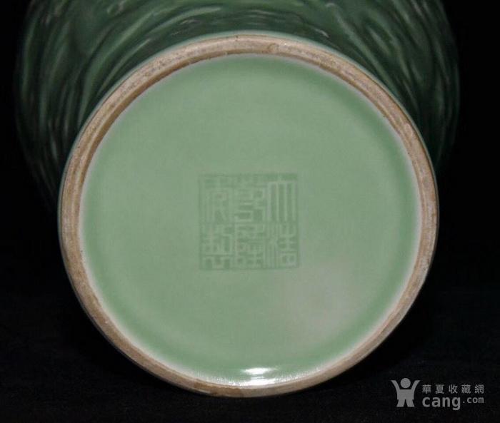 全品珍品美品 清,乾隆豆青釉雕刻五龍梅瓶30x17cm圖6