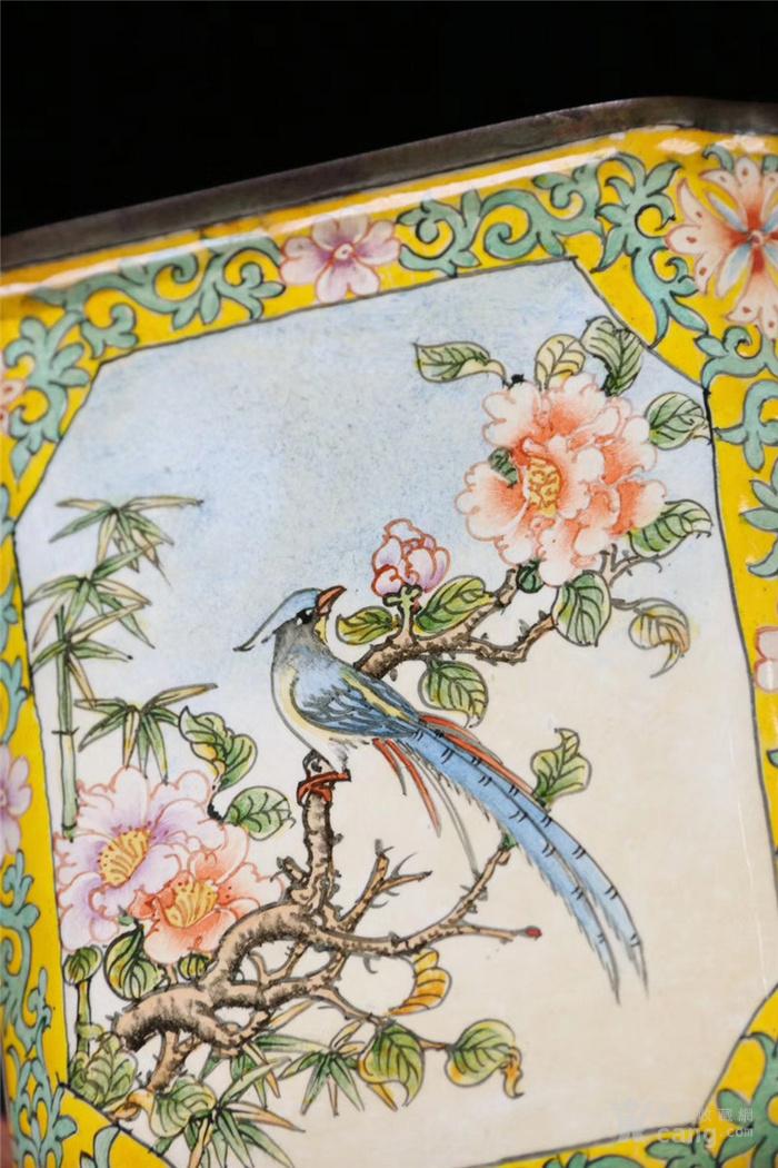 回流 清: 铜胎珐琅彩 花鸟纹 四方文房笔筒 图7